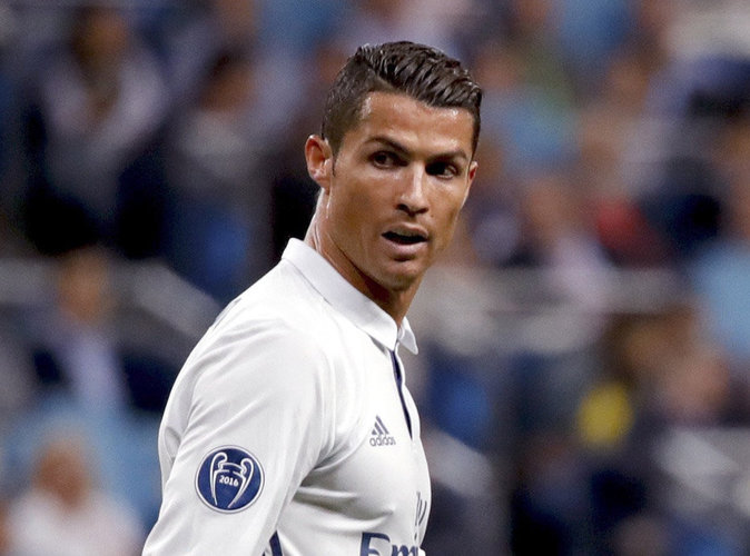 Video-Cristiano-Ronaldo-pete-les-plombs-et-insulte-Zinedine-Zidane_portrait_w674
