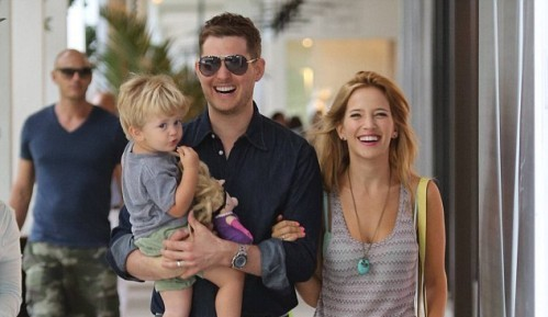 27962BBB00000578-3039616-Happy_family_Michael_Buble_enjoys_a_Miami_vacation_with_his_wife-m-32_14290943394461-e1437056845464