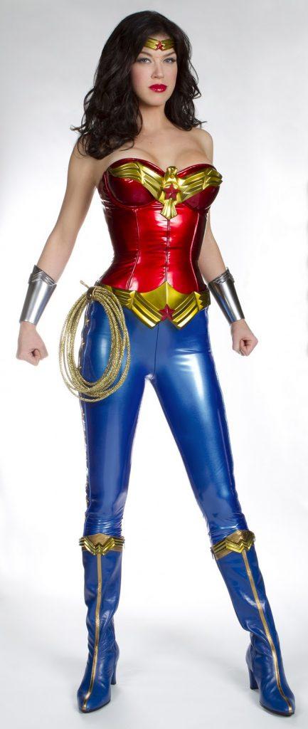 adrianne-palicki-wonder-woman-costume-image-01-433x1024